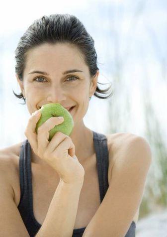 Cosa vuol dire mangiare anti-aging....- Aiutare l'organismo ad eliminare le tossine, aumentare le capacità di detossificazione del fegato e contrastare lo stress ossidativo.  - Ottimizzare i livelli di insulina e di utilizzazione del glucosio.  - Contrastare i processi di glicazione che riducono l'efficienza degli ormoni e delle sostanze coinvolte nell'invecchiamento.