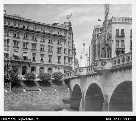 AGUSTIN OTERO. Hotel Alférez Real y el Puente Ortíz. Biblioteca Departamental Jorge Garces Borrero, 1956.