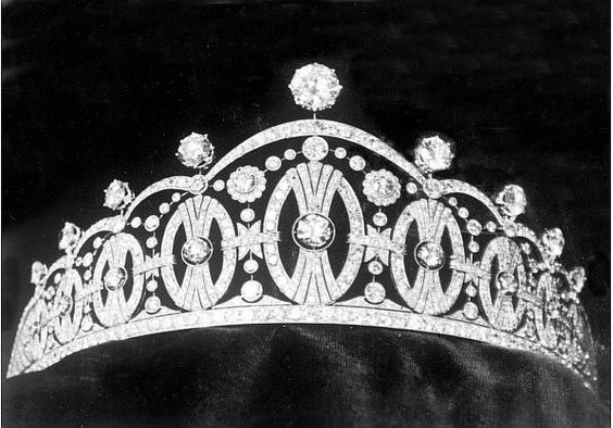 Another important tiara to come to Norway from Sweden was the Vasa. Made by C F Carlman as a wedding gift from the City of Stockholm for Princess Martha, daughter of Prince Carl & Princess Ingeborg, when she wed Crown Prince Olav of Norway, on 21 March 1929. Featuring nine of the heraldic motifs of the Vasa Family. https://en.wikipedia.org/wiki/House_of_Vasa