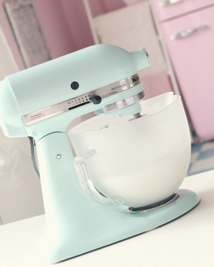 Kitchen aid- i need this pretty mixer & a matching cute apron asap!