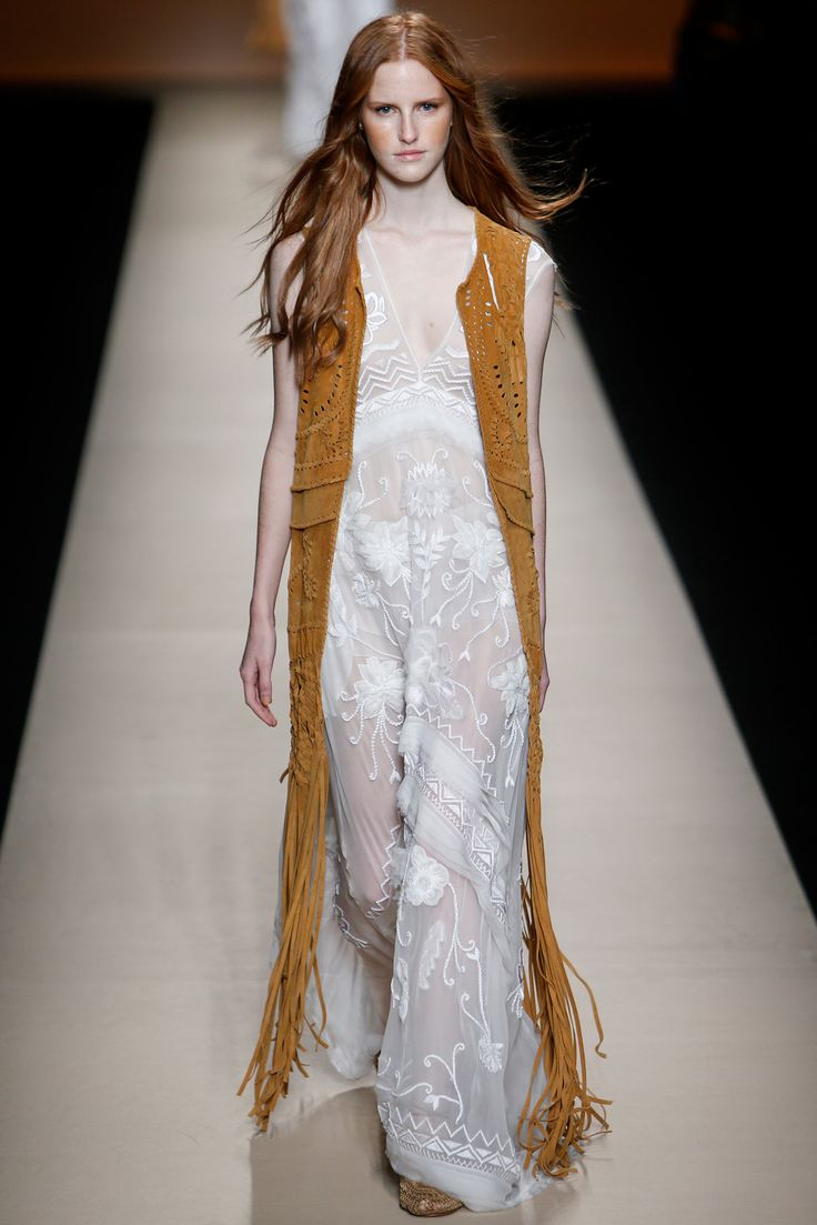Rounding up our favorite suede looks on HWTF today.  Alberta Ferretti Spring 2015