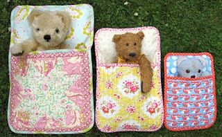 What A sweet idea for christmas presents! Flossie Teacakes: The Three Bears' Sleeping Bag PDF Pattern
