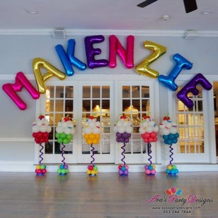 Arches, centerpieces, columns, backdrops, sculptures and more. We use balloons t