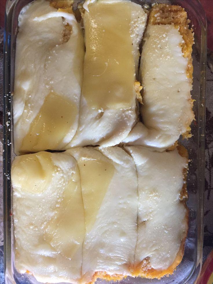 Plátano maduro con queso gratinado bajo en grasa.