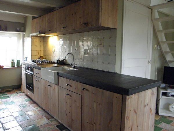 Stoere keuken voor een woning in Noord Groningen.  Ik maak authentieke keukens, badkamermeubels en andere meubels. Voornamelijk van oud, doorleefd en duurzaam hout. Mail of bel: info@benosinga.nl / 0511-45 27 83