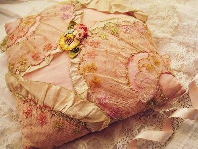 リボンワーククッション - イギリスとフランスのアンティーク   バラと天使のアンティーク   Eglantyne(エグランティーヌ)