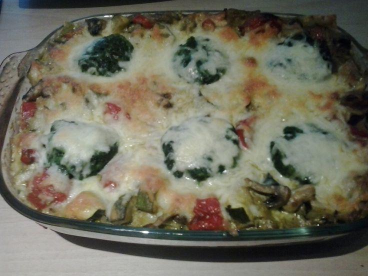 Ovenschotel met courgette, aubergine, champignons, tomaatjes, spinazie en kaas