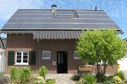 Casa unifamiliar  06/2010, Viersen, Alemania   Potencia: 7.56 kWp  Producción de energía: 7'180 kWh/año   Ahorro de CO2: 5 t/año    Tipo de instalación: Sobre el tejado, Redes