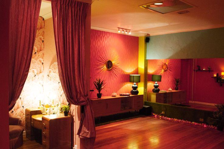Maison Burlesque | Burlesque Boudoir and Studio based in Melbourne, Australia. Flamingo Room retro 1960s inspired dance studio.