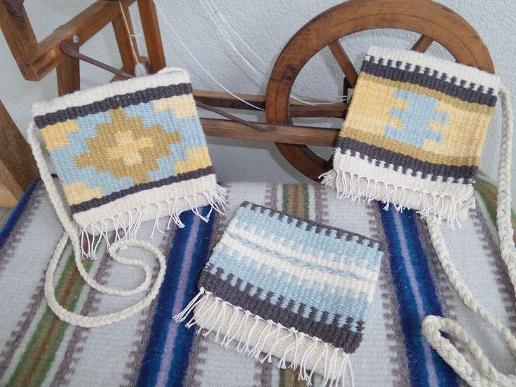 Kézzel font, növényi anyagokkal festett gyapjú fonalból szőtt termékek - kistarisznya és pénztárca - Handspun, handwoven wool products, painted with plants - www.zentaianna.hu