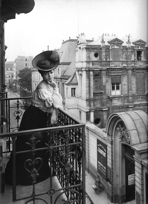 Paris early 1900's. Ladies changed a lot. But Paris... not so much!