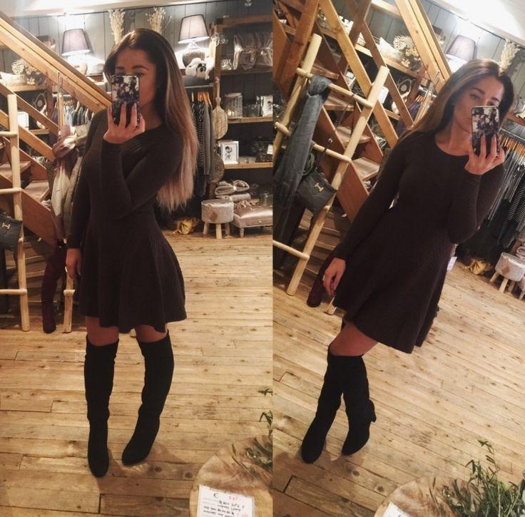Deze mooie jurk is onmisbaar in jouw kast deze winter. In 2 kleuren leverbaar  70% vicose  20% polyester  10% elastine  http://www.halloshop.nl/c-2950933/hallo-fhttp://www.halloshop.nl/c-2950933/hallo-fashion/ashion/