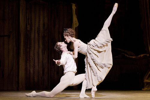 Nehemiah Kish as Des Grieux and Marianela Nuñez as Manon in Manon. Royal Ballet