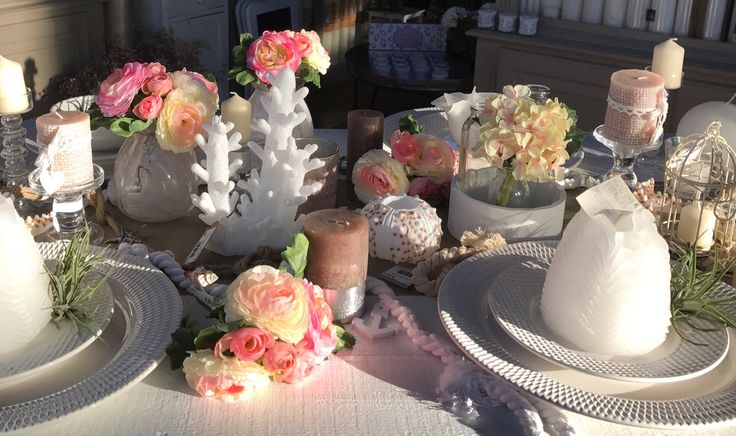 Table decoration, beach style, candles and flowers!  Tip of the florist. Just put it full with beautiful things and sirve the food by hand or put a buffet :-)