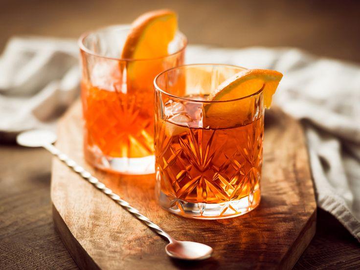 S cocktailovými barmi sa roztrhlo vrece. Len v Bratislave sa za posledné obdobie otvorilo niekoľko zaujímavých konceptov a pár z nich sme už predstavili. Poďme ale k veci... Aký je váš najobľúbenejší cocktail / drink? Jeho čaro nespočíva len vo vybraných ingredienciách a šikovnosti barmana, ale aj v použitom pohári. Na každý drink existuje špeciálny pohár, ktorý mu dodá to správne čaro.