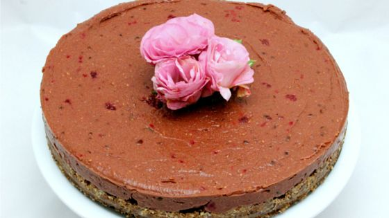 RAW CHOCOLATE & RASPBERRY CAKE - grain free / gluten free /egg free / refined sugar free / gaps / paleo