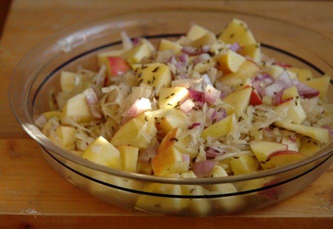 Savanyú káposzta saláta recept képpel. Hozzávalók és az elkészítés részletes leírása. A savanyú káposzta saláta elkészítési ideje: 10 perc