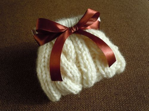 knitted small pouch with flex frame