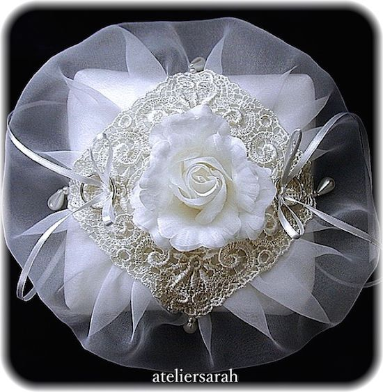 ateliersarah's ring pillow/wrapped in organza