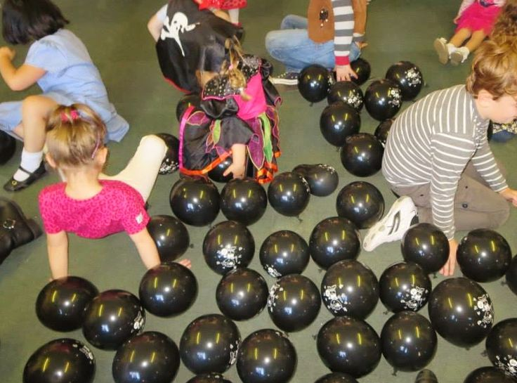 play cannon ball pop with black pirate balloons - fun party game! (thanks to St Gabriel's Messy Church)