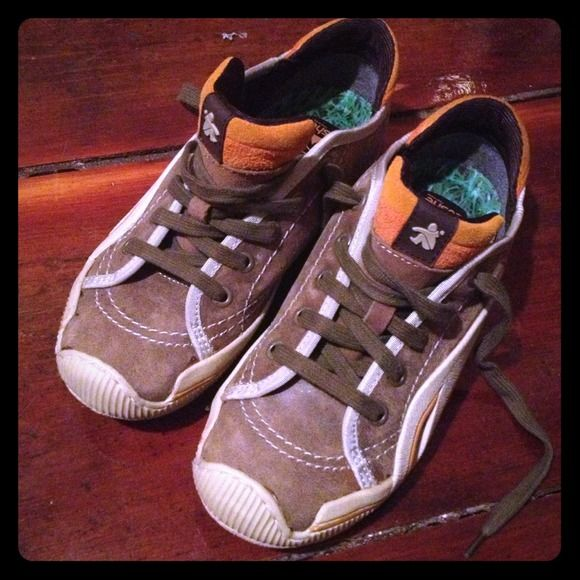 Adorable brown n white cushe sneakers Like new...worn once I thought they were a 6 boys but they are too small for me. My loss is your gain. Brown nubuck like leather upper. Women's size 6. cushe Shoes Sneakers