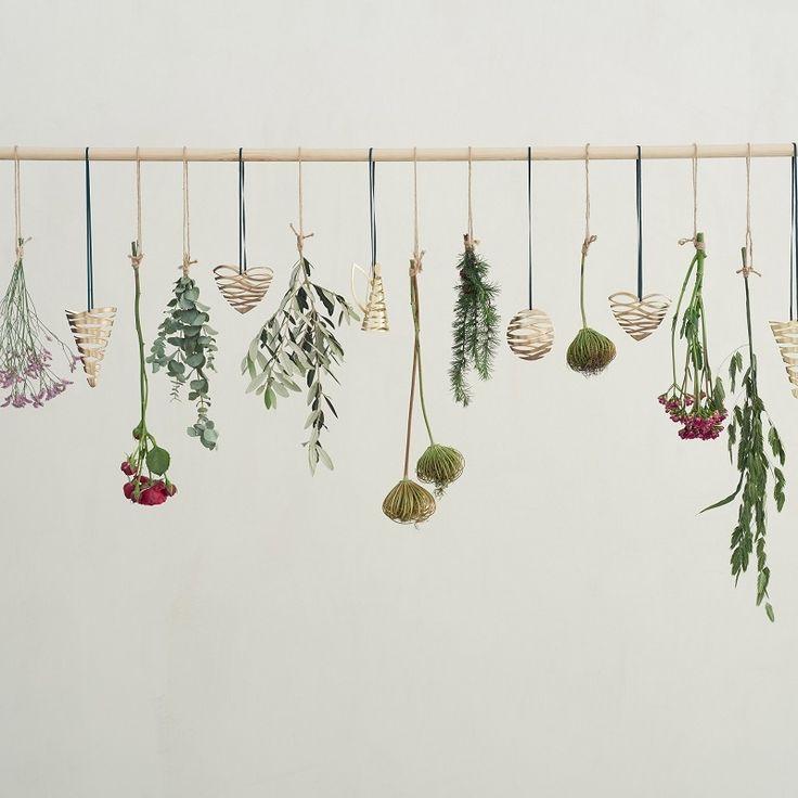 Nieuwe Scandinavische kerstcollectie van Stelton. Versier je kerstboom in stijl met deze mooie messing hangers.