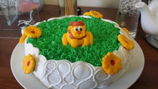Baby shower lion cake