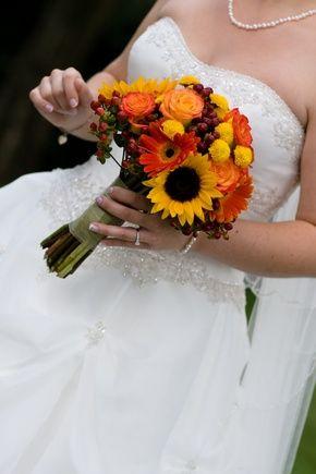 Orange gerber daisies and sunflower bridal bouquet - Wedding look