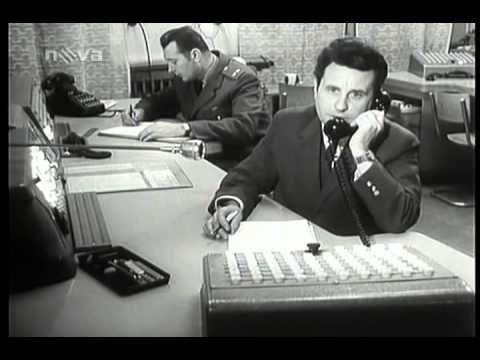 Na kolejích čeká vrah (1970) - YouTube