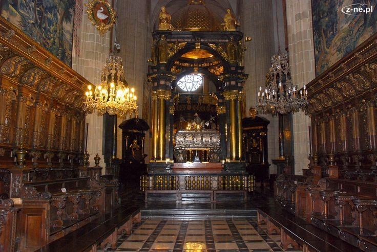 63. Matteo Castello lub Giovanni Trevano, Konfesja św. Stanisława, ołtarz baldachimowy, 1626-29