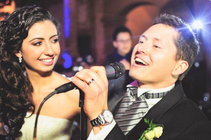 Guardarás el secreto de tu vestido de novia hasta el final; tampoco dirás qué canción les dará su primer baile. ¿Serás capaz de armar nuevas sorpresas para tu boda? Si amas cantar, dedícale un tema a tu esposo en la boda y da el do de pecho.