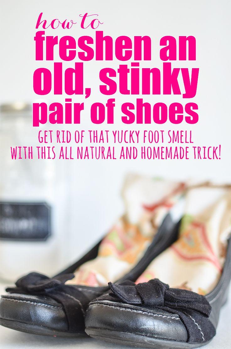 A veces, los zapatos apenas consiguen maloliente.  Este es un gran todo camino, natural para refrescar un par de zapatos apestoso!  Deshazte de ese olor asqueroso pie con este truco todo natural y hecho en casa!