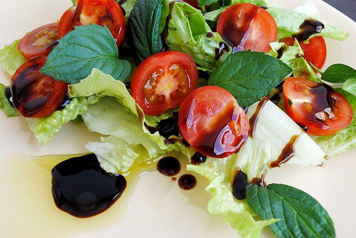 salata-z-mieta-i-sosem-balsamicznyn