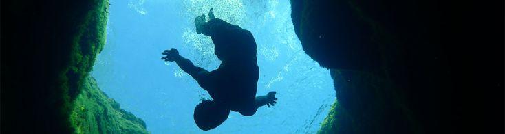 ¡Clavado mortal! Impresionante y peligrosa piscina natural (+fotos)