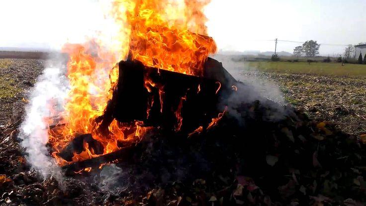 Spalmy kilka stołków politycznych. - Let's burn some political stools.