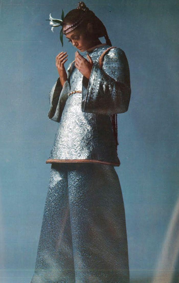 Photo by Guy Bourdin, 1967.
