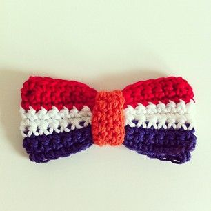 wiekevankeulen.com, gratis patroon, haken, rood, wit, blauw strikje, koninginnedag strikje, wk 2014, voetbal, crochet, free pattern (Dutch), bowtie in national colours