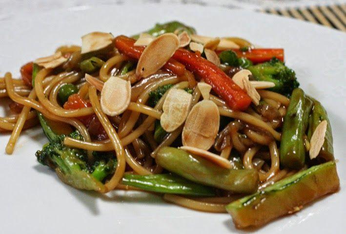 Mel e Pimenta: Yakisoba de legumes com molho de ostras