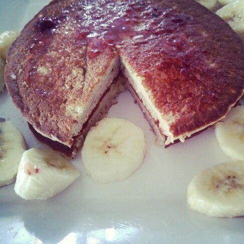 Desayuno  Panquecas de Avena !! Avena, clara de huevo, truvia, canela, cambur. Licuar y listo Yummy.