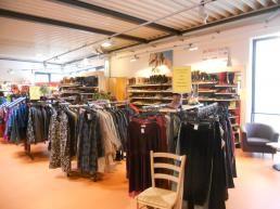 Waschbär der Umweltversand in StuttgartBeschreibung: Der Waschbär-Umweltladen bietet ein großes Sortiment an nachhaltiger und umweltfreundlicher Mode, Kosmetik, Schuhen, Accessoires, Schmuck und Haushaltswaren.