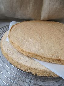 Ce fond permet de réaliser les gâteaux les plus délicats : outre la dacquoise, le succès , le progrès, le bavarois au café ... ...