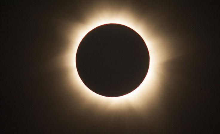 North Australia    Täydellinen auringonpimennys kesti pari minuuttia.