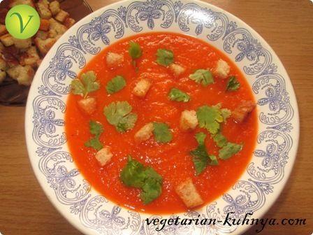 Острый морковный суп с сухариками