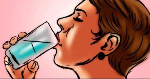 Cuando te levantes bebe esto y durante el día no sudara, no olerás mal ni tendrás mal aliento