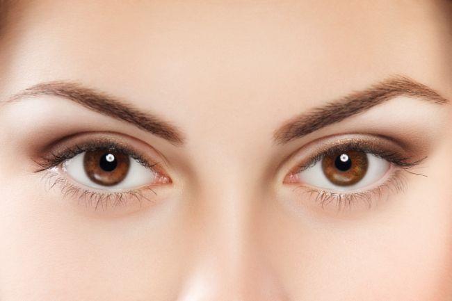 Ochii tăi se vor simți foarte bine și răsfățați dacă, în fiecare dimineață, aplici pe pleoape, timp de 3-4 minute, câte o compresă îmbibată în lapte rece. Vei observa cum privirea ta este de doua ori mai luminoasă..  :)