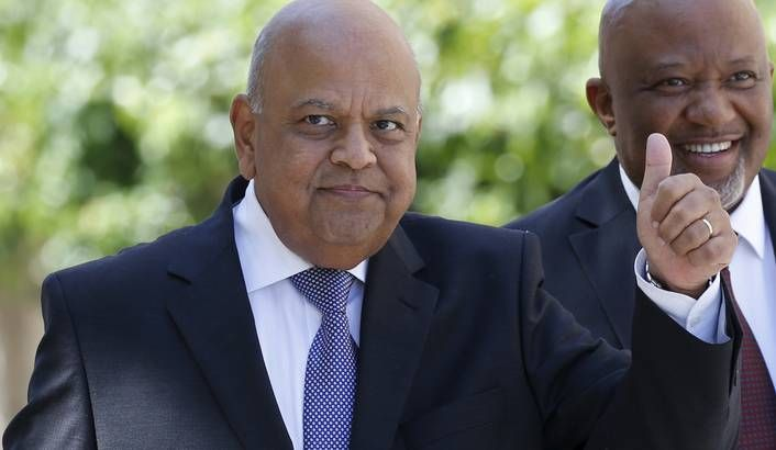 Photo: South Africa's Finance Minister Pravin Gordhan and his deputy Mcebisi Jonas arrive to deliver 2016 budget address to the parliament in Cape Town, February 24, 2016.  REUTERS/Mike Hutchings