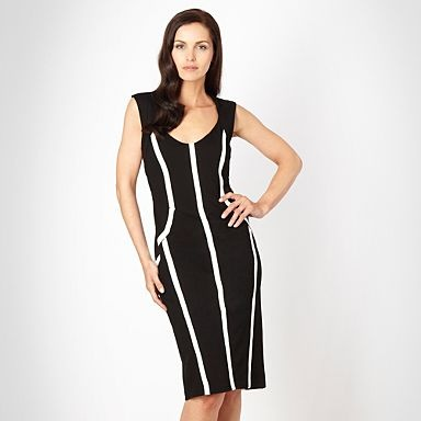 Black contrasting 'curvalicious' dress - love this flattering design.  See it here: http://fave.co/QmkMG3