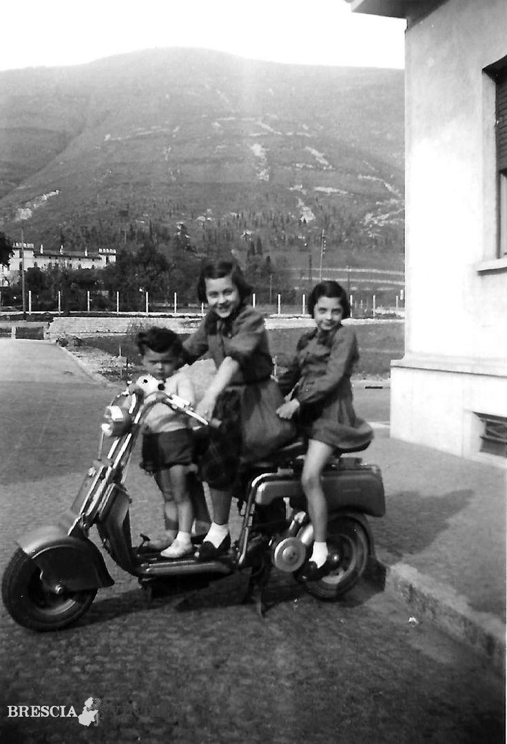 """""""Sulla Lambretta alla Bornata"""" - 1950 http://www.bresciavintage.it/brescia-antica/storie-di-persone/sulla-lambretta-alla-bornata-1950/"""
