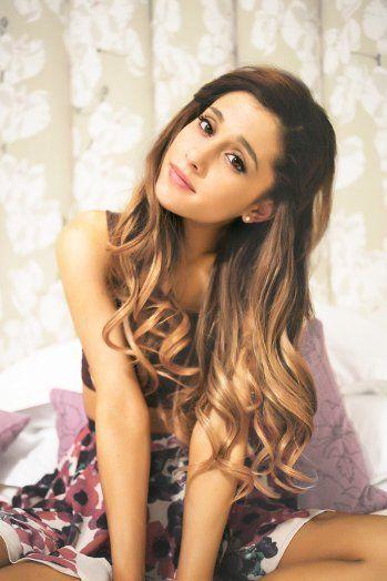 Ariana Grande ( photos )