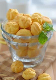 Sus Kering  Bahan : 250 ml air 160 g tepung terigu 4 butir telur ayam ukuran sedang 100 g margarin ½ sdt baking powder ½ sdt garam halus ...